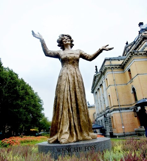 wenche foss statue