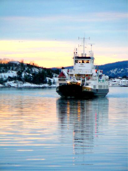 ferry_fjord.jpg