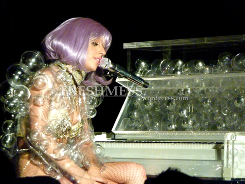 ladygaga_bubblepiano_wm