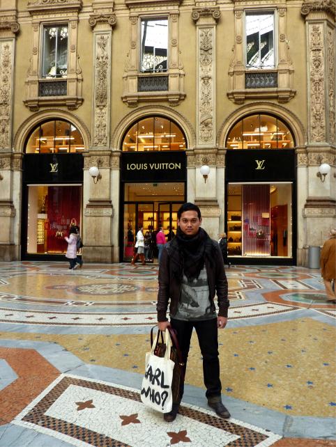 Galleria Vittorio Emanuelle II Louis Vuitton